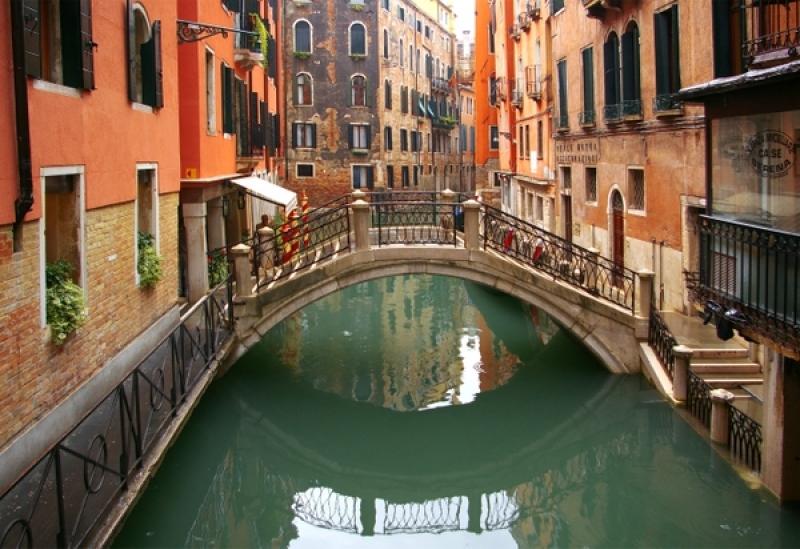 Bridge in Venice. Pinch.