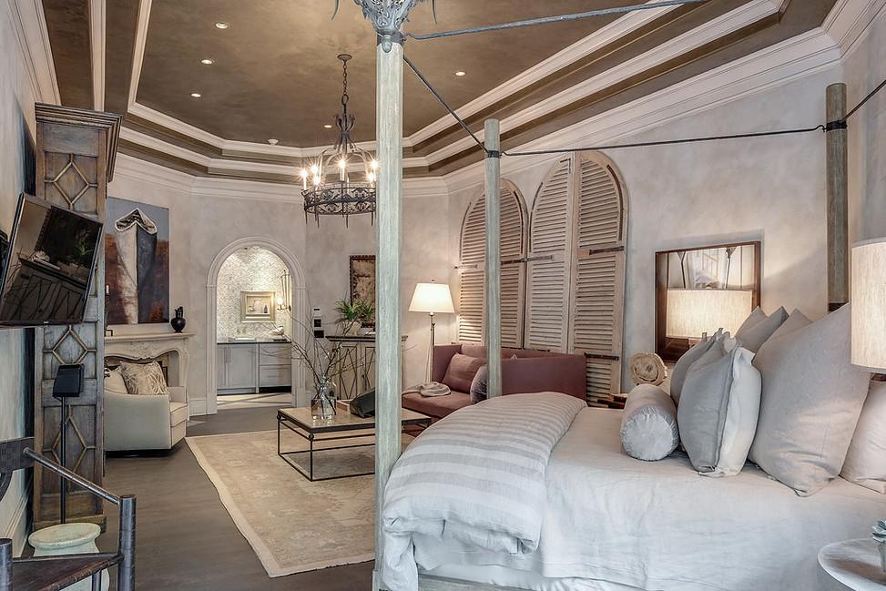 Textured Aquarello Bedroom Suite with Metallo Venetian Plaster Ceiling