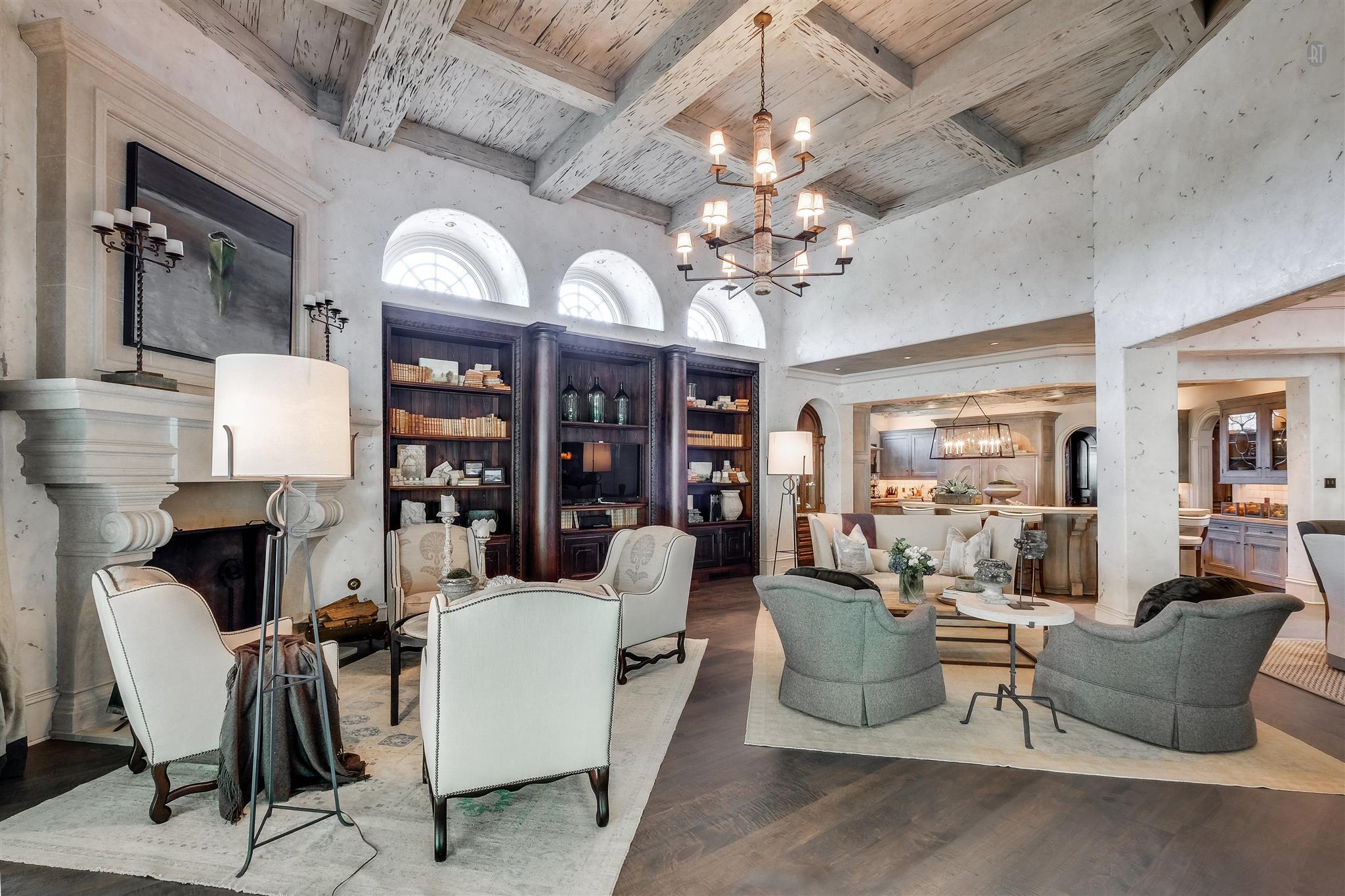 Layered and rustic Venetian Plaster, by Plaster Artistry in Leisure / Breakfast Room